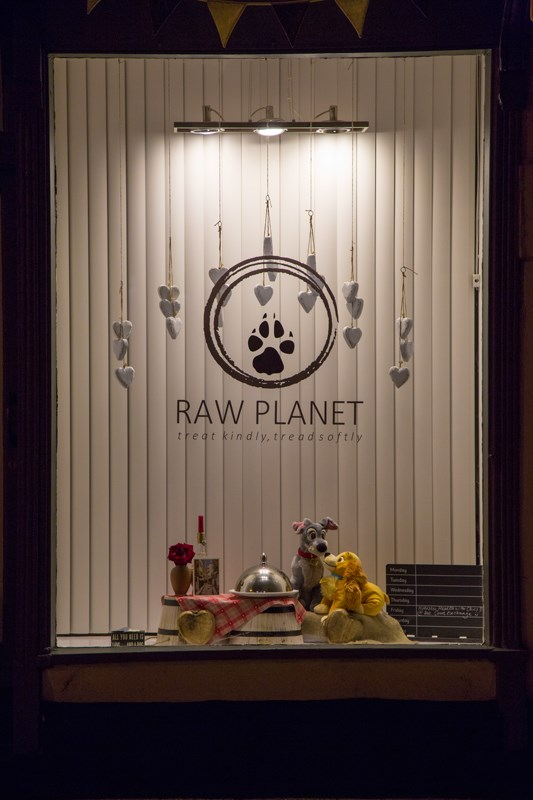 Raw-Planet-Window1